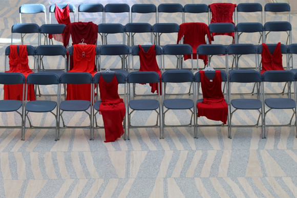 After posting several of her photos, Mufty invited other photographers to join her. Since January 2015, several photographers have been taking photos of red dresses to honour the memory of 1,181 Missing and Murdered Indigenous Women and Girls.